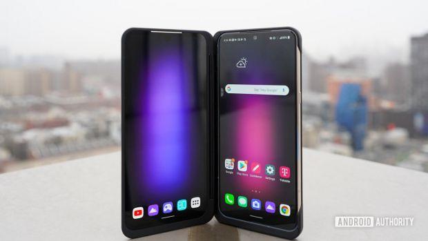 Primul smartphone cu ecran rulabil nu mai e doar un vis. Când o să poți cumpăra telefonul viitorului