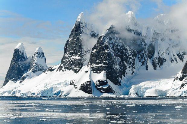 Misterul oceanului ascuns sub calota de gheață din Antarctica