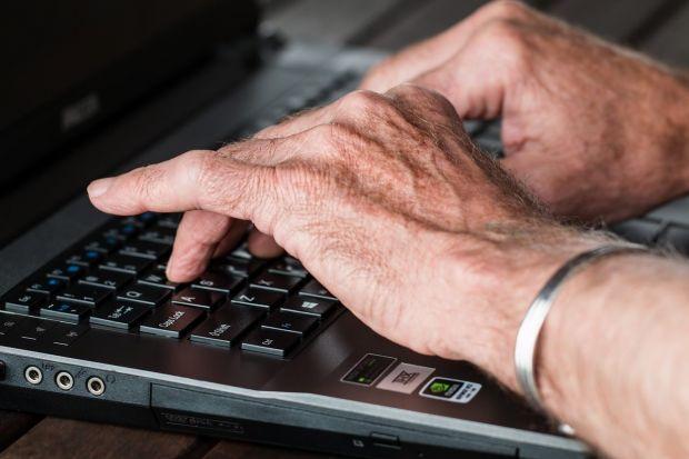 Caz revoltător la Yahoo! Un fost angajat a spart 6.000 de conturi, căutând imagini erotice