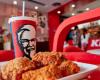 Decizie controversată luată de KFC. Ce se întâmplă cu celebrul pui servit acum în restaurante