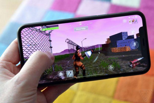 Suma fabuloasă cu care se vând iPhone-urile care au instalat jocul Fortnite, după ce Apple a retras titlul din App Store