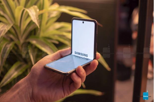 Telefonul pliabil accesibil de la Samsung ar putea fi lansat până la finalul anului