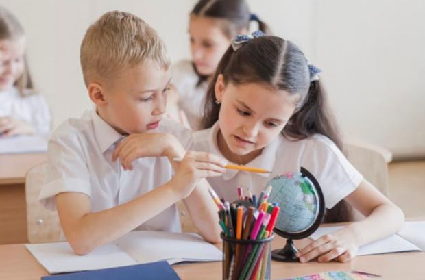 (P) Cum se poate adapta cel mic mult mai simplu la programul de școală?