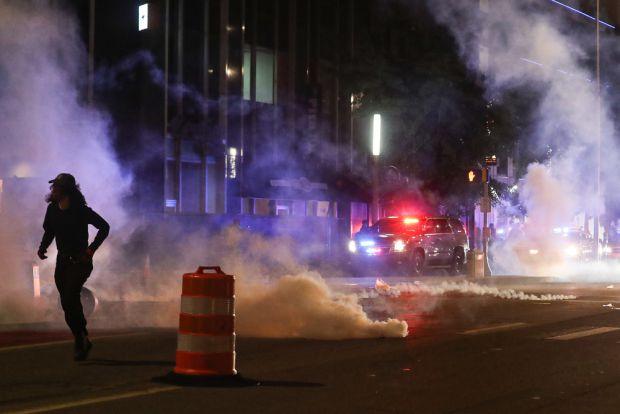 Legătura dintre gazele lacrimogene și COVID-19. Avertismentul specialiștilor