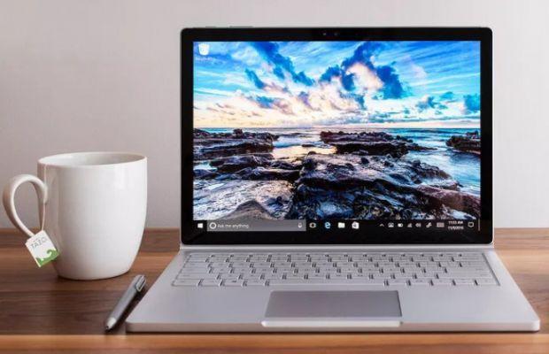 Laptopul surpriză pe care îl pregătește Microsoft. Este unul performant, de buget