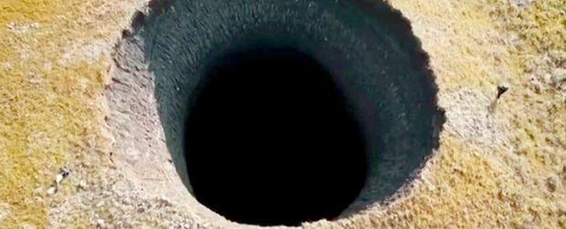 Un crater uriaș misterios a apărut în Siberia. Ipoteza oamenilor de știință