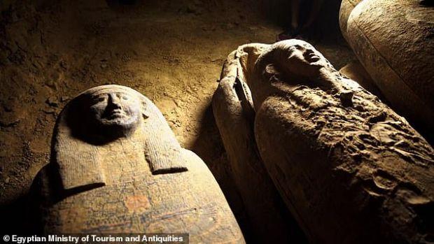 Descoperire epocală în Egipt! Arheologii au găsit 13 sarcofage intacte, vechi de 2.500 de ani