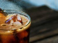 Concluzie alarmantă a unui studiu: ce se întâmplă dacă bei Cola fără zahăr?