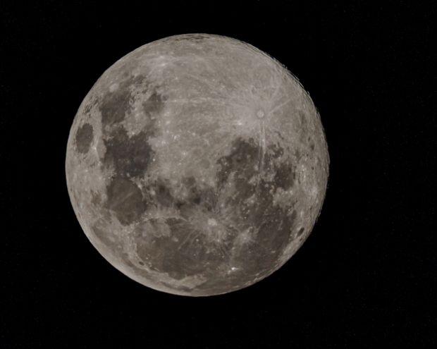 O nouă Lună? Ipoteza care a uimit lumea științifică