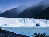 Teorie uimitoare: un misterios râu întunecat curge pe sub gheața din Groenlanda