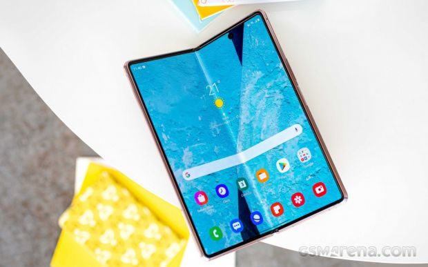 Samsung pregătește nu unul, ci trei telefoane pliabile pentru 2021. Cum vor arăta