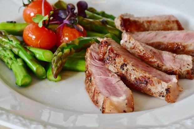 Premieră mondială: restaurantele pot servi preparate din carne obținută în laborator
