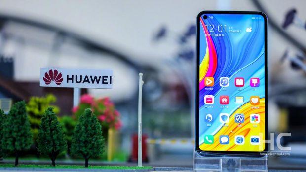 Primele imagini cu viitorul flagship Huawei P50 Pro. Ce schimbări aduce noul telefon