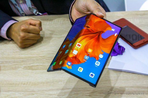Bătălia telefoanelor pliabile continuă: ce promite viitorul Huawei Mate X2