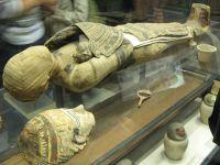 Mumie ciudată descoperită în Egipt! Arheologii nu au o explicație