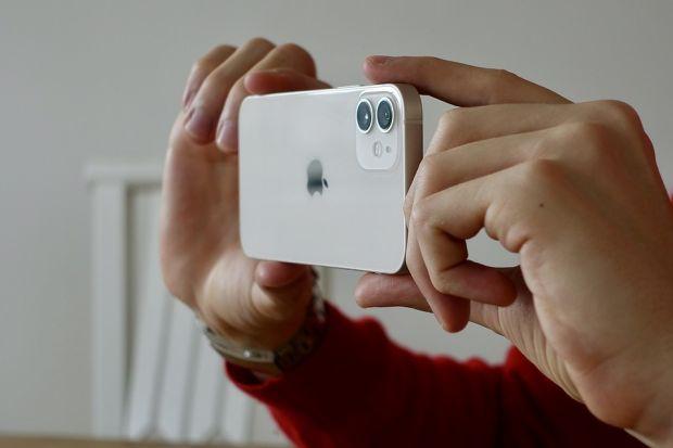 Apple renunță deja la producția unui model din seria iPhone 12