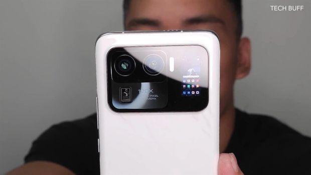 Xiaomi va lansa telefonul cu două ecrane și cu cea mai mare cameră pe care ai văzut-o vreodată