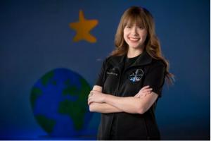 Viața ca de film a tinerei care va ajunge pe orbită în capsula lui Elon Musk