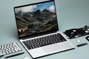 Un laptop cu adevărat unic. Detaliul care îl face să fie unul dintre cele mai spectaculoase gadgeturi