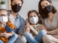 Care sunt șansele să te îmbolnăvești de Covid-19 dacă stai în aceeași casă cu cineva care are virusul. Concluzia care te va uimi