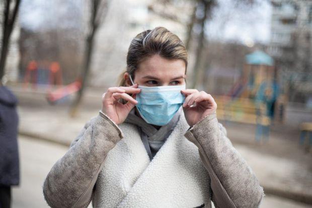 Câte zile rezistă noul coronavirus pe haine? Iată care sunt cele mai periculoase materiale