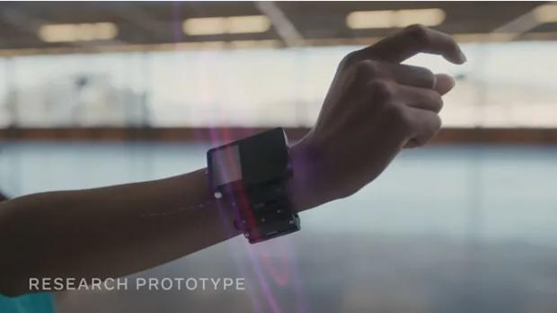Facebook lucrează la o tehnologie SF care îți aduce realitatea augmentată la încheietura mâinii