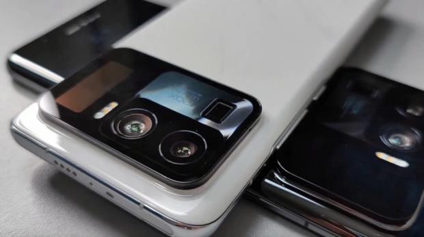 Xiaomi prezintă telefonul cu cel mai mare senzor foto văzut vreodată pe un smartphone