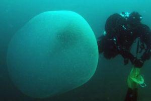 Ce sunt misterioasele sfere uriașe descoperite în Marea Mediterană?