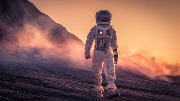 Cât de mult timp ți-ar trebui ca să faci o călătorie în jurul Lunii, pe jos?