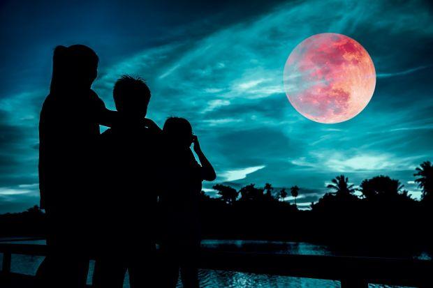 Fenomen inedit pe cerul nopții. SuperLuna sângerie, cel mai frumos spectacol din ultimii ani