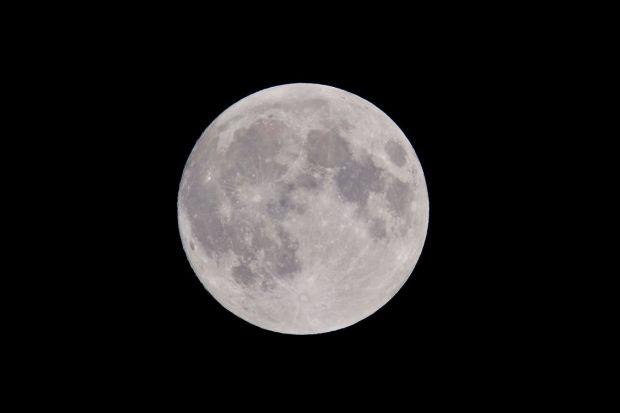 Proiect uimitor: Luna ar putea deveni al optulea continent al Terrei