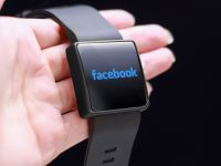 Facebook vrea să lanseze un ceas cu două camere foto