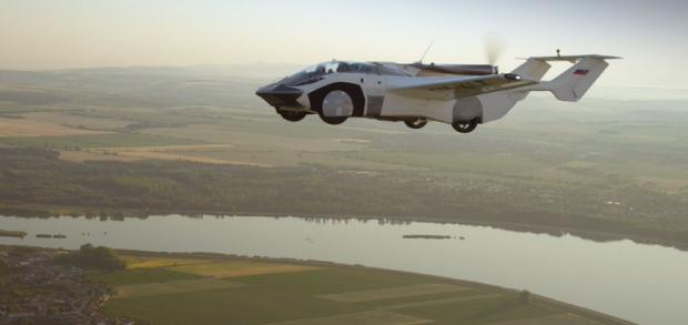 Premieră absolută. O mașină zburătoare a încheiat prima călătorie între două aeroporturi
