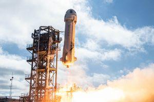 Pe cine a ales Jeff Bezos pentru primul zbor Blue Origin în spațiu. Va fi cel mai tânăr om din lume care ajunge vreodată în cosmos