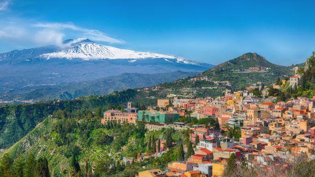 Vulcanul Etna crește continuu în înălțime. Care este cauza
