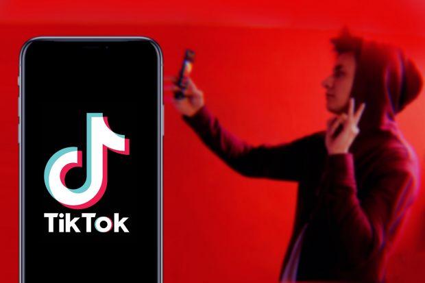 TikTok e de neoprit. A depășit YouTube ca timp de utilizare în SUA și în Marea Britanie