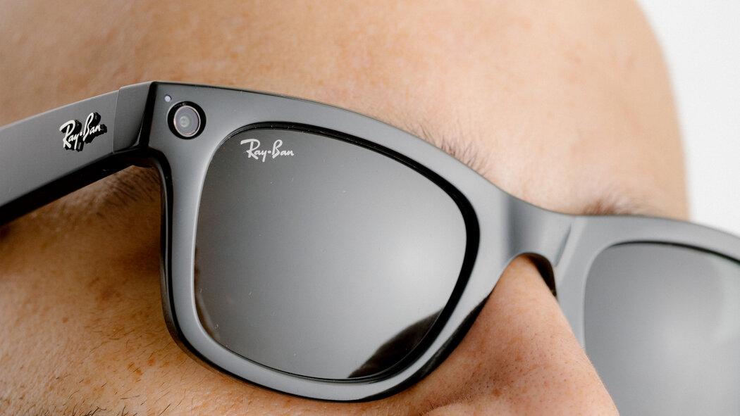 FOTO// Facebook a lansat primii săi ochelari smart. Cum arată dispozitivul