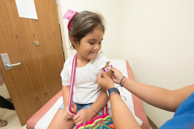 Vaccinul împotriva COVID-19 va fi disponibil curând și pentru copiii mai mici