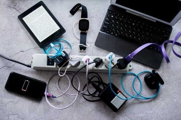 UE vrea să introducă prin lege încărcătorul universal pentru aproape toate gadgeturile