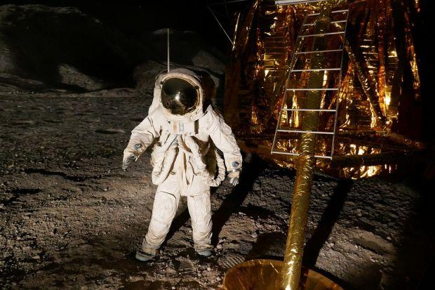 Primele colonii umane de pe Lună ar putea fi construite din sânge și urină